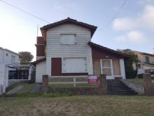Chalet Chalet en Av. 1 y Paseo 141 en Villa Gesell, zona Sur
