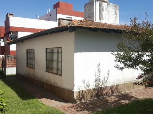 Duplex  en Avenida 1 entre Paseos 141 y 142, Duplex de 3 ambientes  en Venta Código [ DUP-VG-V-0178 ]