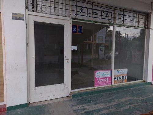Avenida 3 y  Paseo 142, Local de 2 ambientes  en Venta Código [ LOC-VG-V-0443 ]